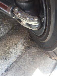 Điểm tra mỡ cho xe nâng hàng tại bánh sau.