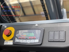 Màn hình điều khiển trên xe nâng điện 3 tấn pin lithium