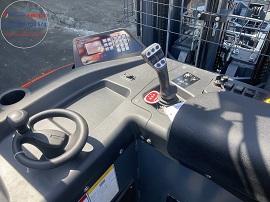Khoang lái xe nâng điện đứng lái kệ đôi double deep