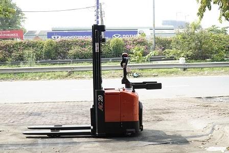 Đứng lái nâng pallet 1 mặt - 1.6 - 2 tấn